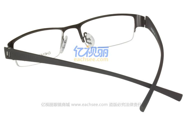 高档钛合金镜身,超轻高品质TR90镜腿,薄板切割工艺;多种先进工艺元素,极致轻盈;良好的弹性,超韧性,高硬度,镜身更稳固,佩戴更安全舒适,尤其适宜激烈性运动佩戴!