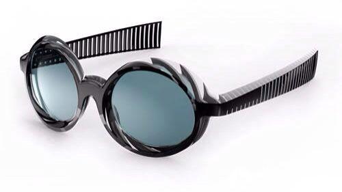 不同线组成a结构使眼镜很容易放在眼镜盒里,不用费劲,因为眼镜很容易