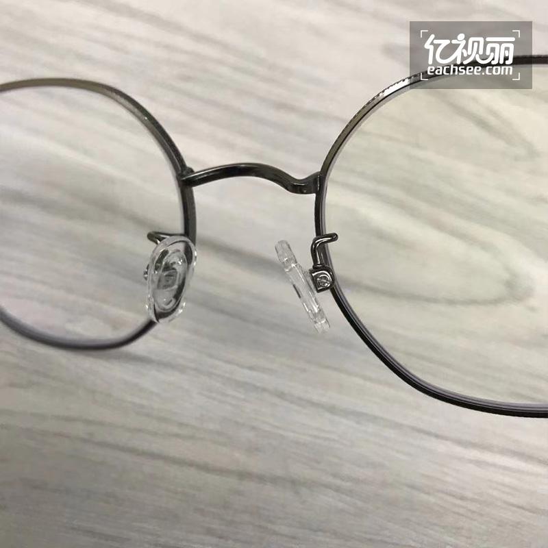 复古又前卫,复古感来支撑,这副佐川藤井+依视路钻晶A4眼镜你爱了吗?